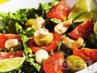 Рецепта Гръцка салата с маруля, домати и кашу